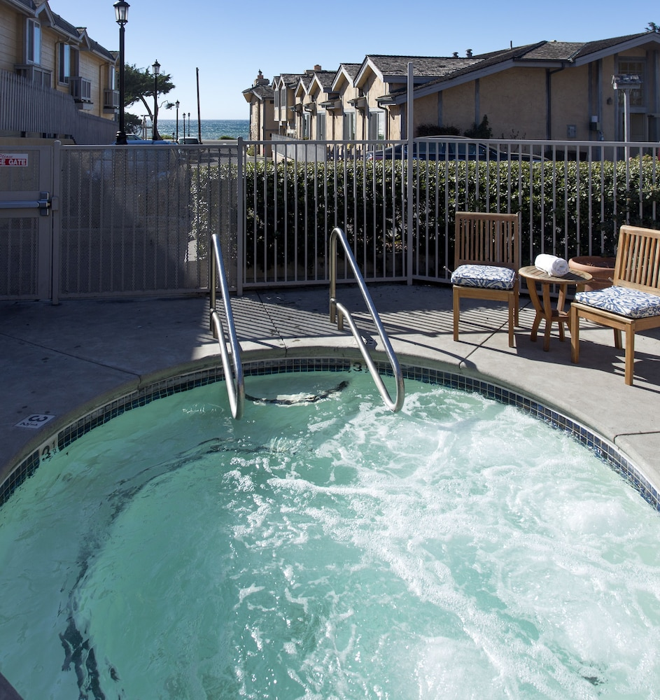Outdoor Spa Tub, Pelican Inn & Suites