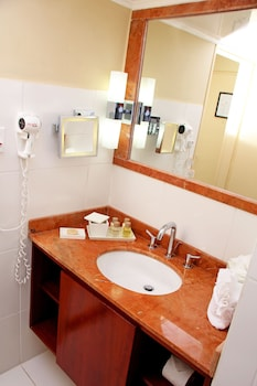 Deluxe Room - Bathroom Sink