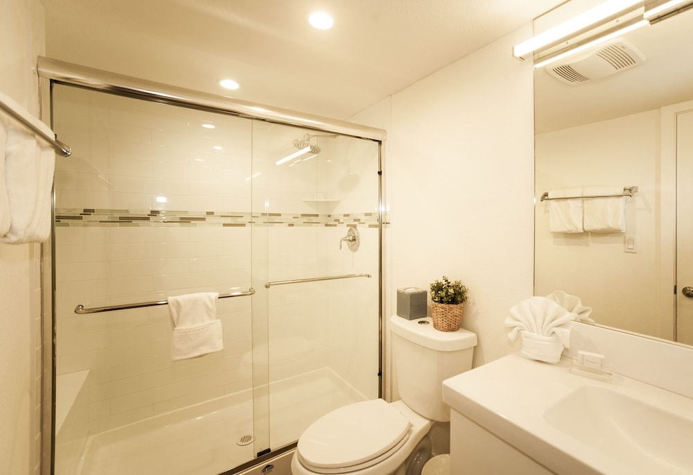 Bathroom, Skipjack Resort & Marina