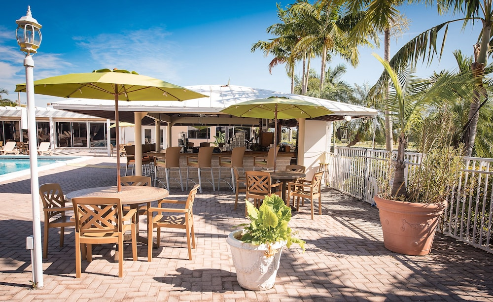 Poolside Bar, Skipjack Resort & Marina