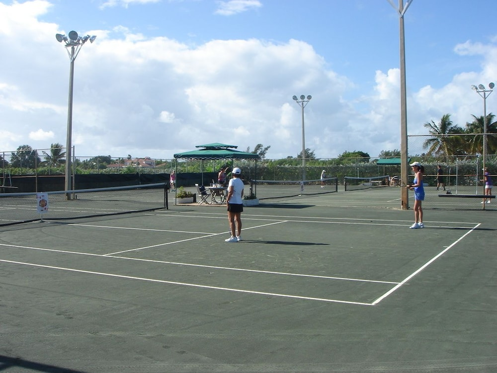 Tennis Court, Skipjack Resort & Marina