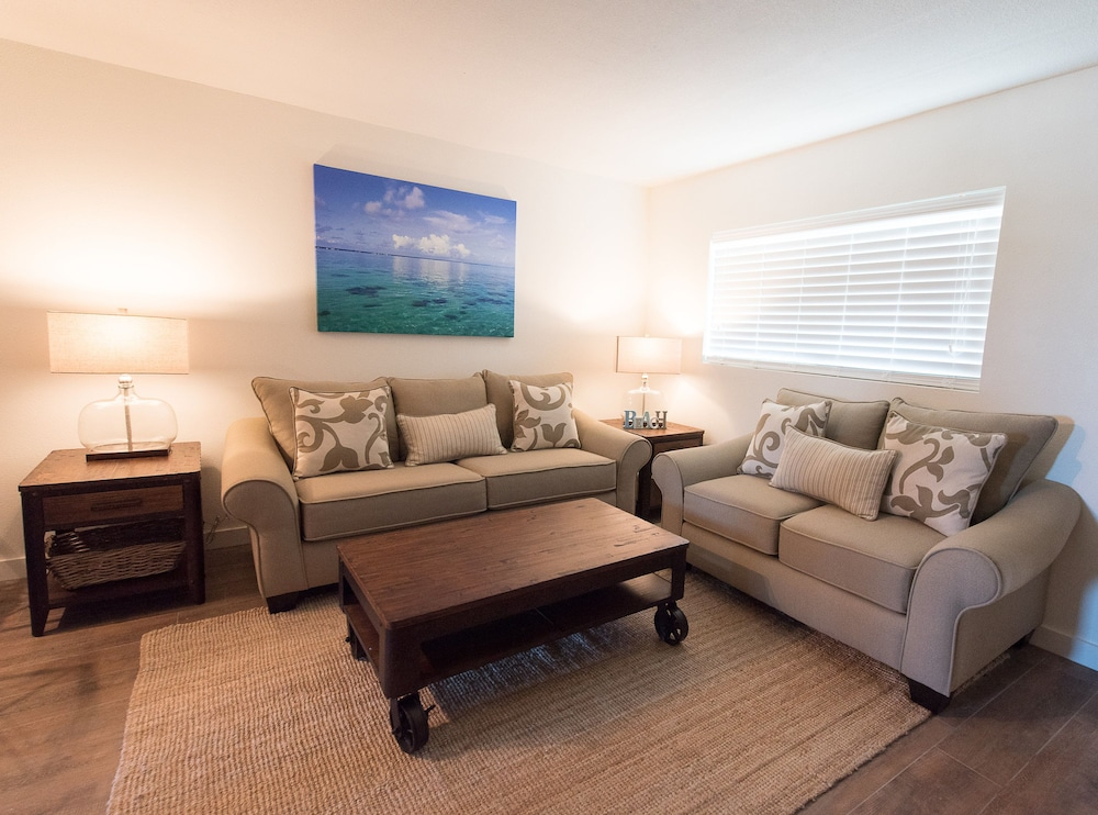 Living Room, Skipjack Resort & Marina