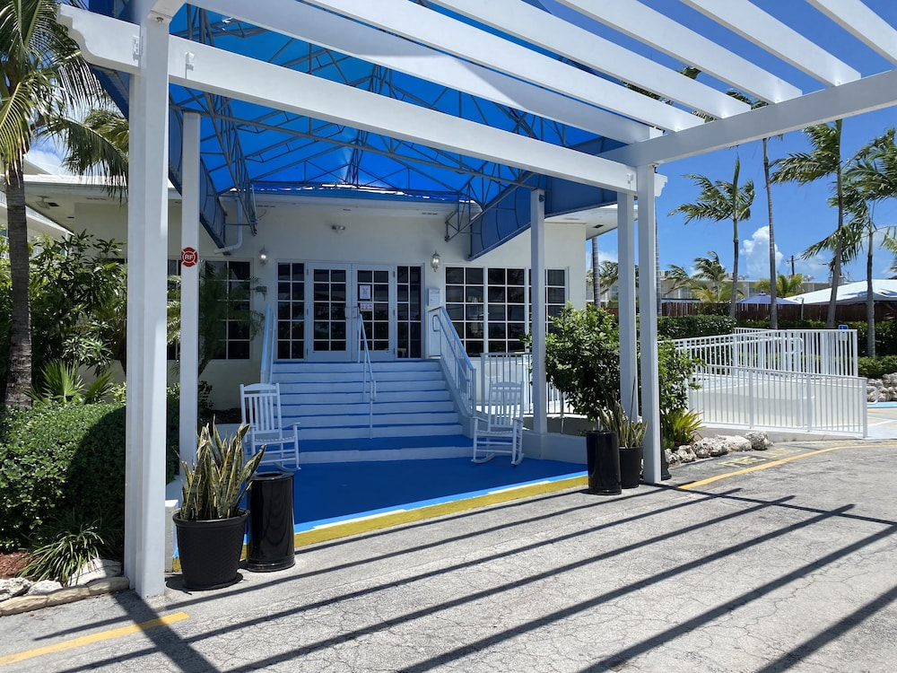 Property Entrance, Skipjack Resort & Marina