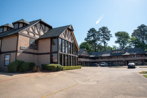 Great Place to stay Victorian Inn & Suites near Nacogdoches