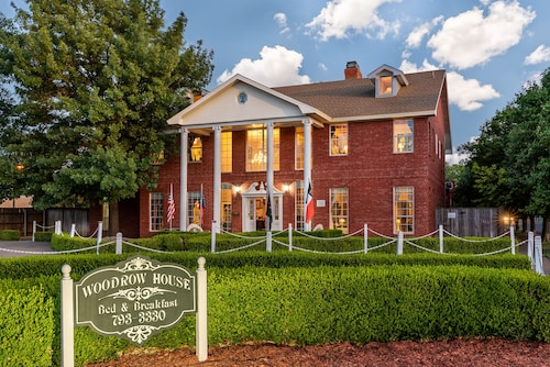 Woodrow House Bed & Breakfast