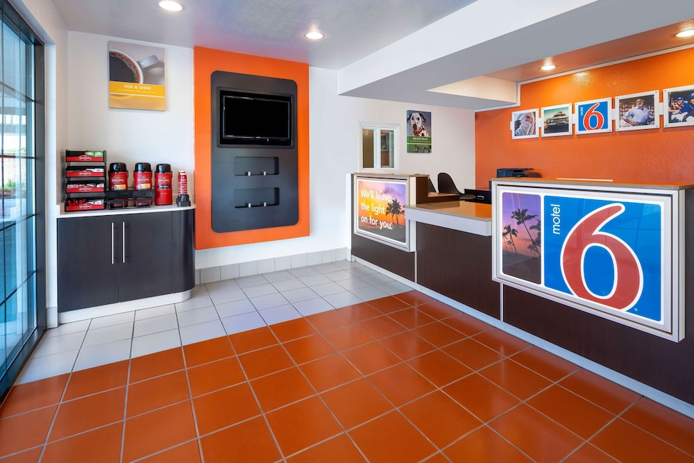 Lobby, Motel 6 Carpinteria, CA - Santa Barbara - South