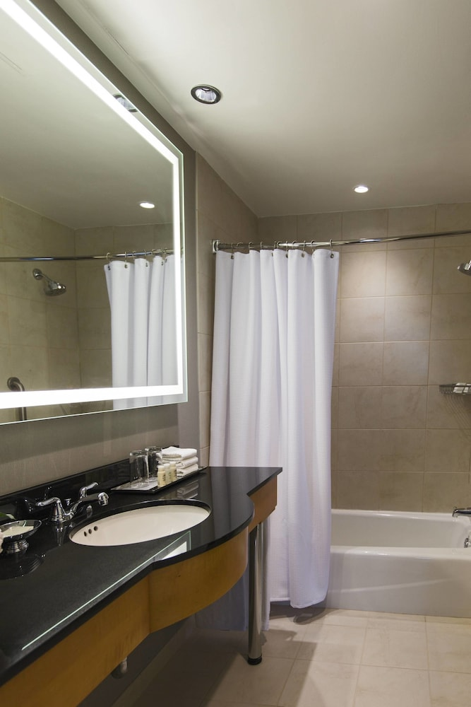 Bathroom, Renaissance Chicago O'Hare Suites Hotel