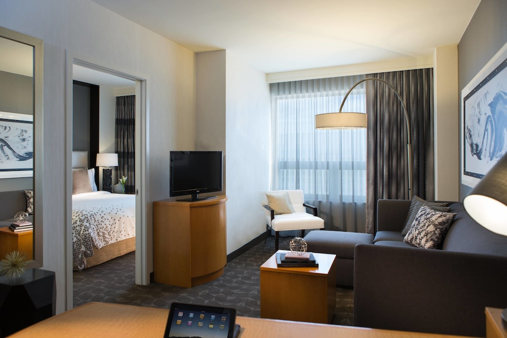 Room, Renaissance Chicago O'Hare Suites Hotel