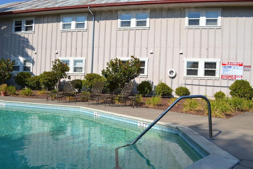 Outdoor Pool, The Sebastopol Inn