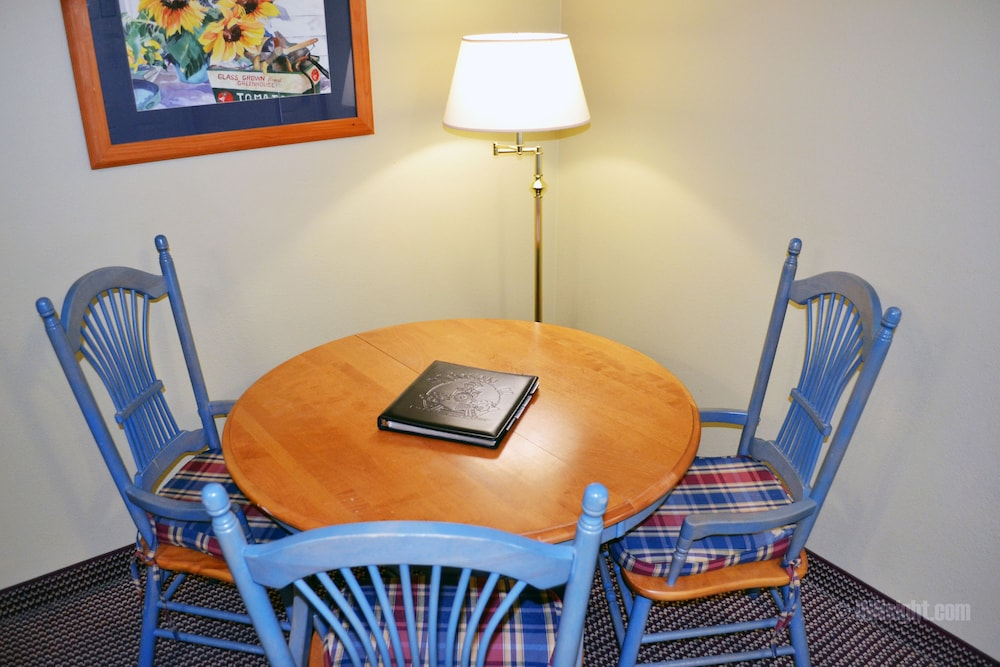 In-Room Dining, The Sebastopol Inn