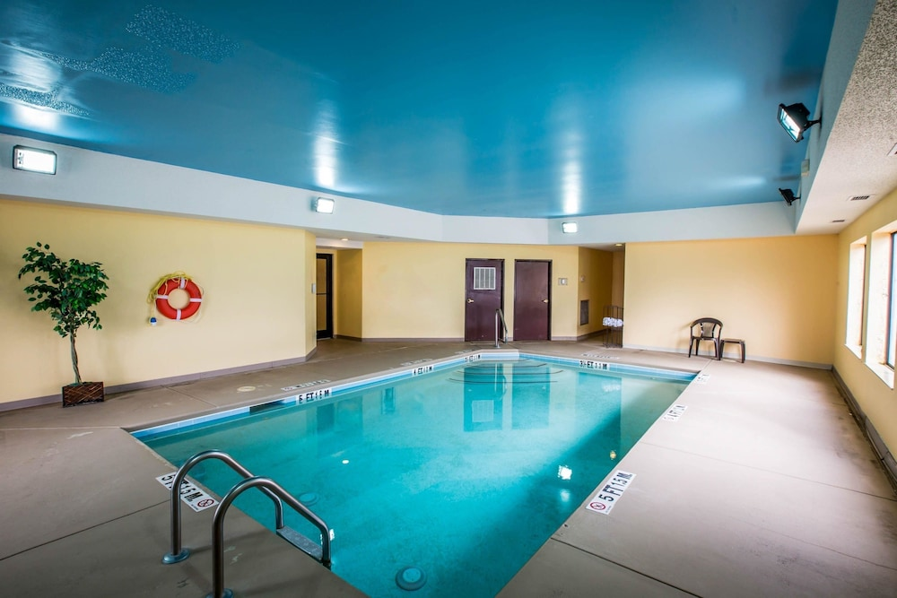 Pool, Comfort Inn Franklin