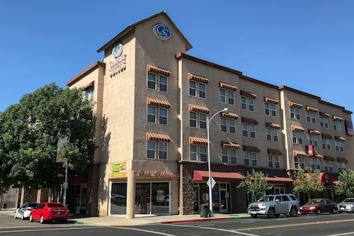 Comfort Suites Visalia Convention Center