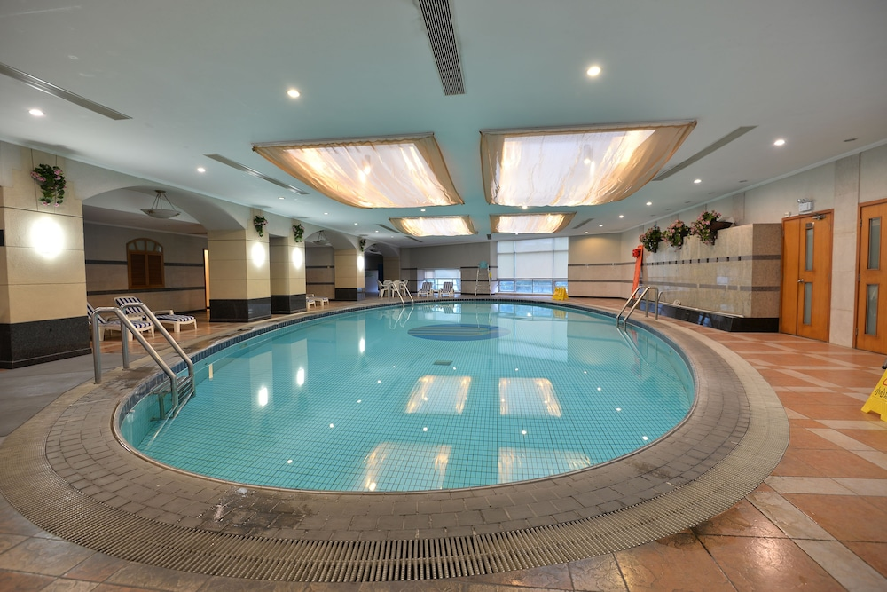 Pool, New Harbour Service Apartments