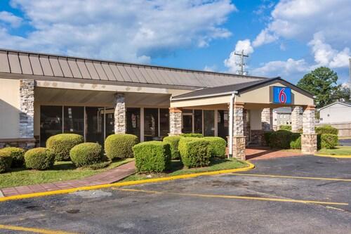 Great Place to stay Motel 6 Warner Robins, GA near Warner Robins