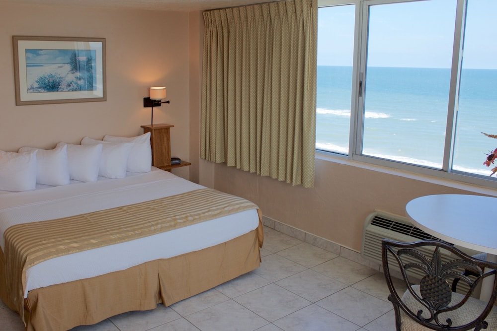 Room, The Suites at Americano Beach