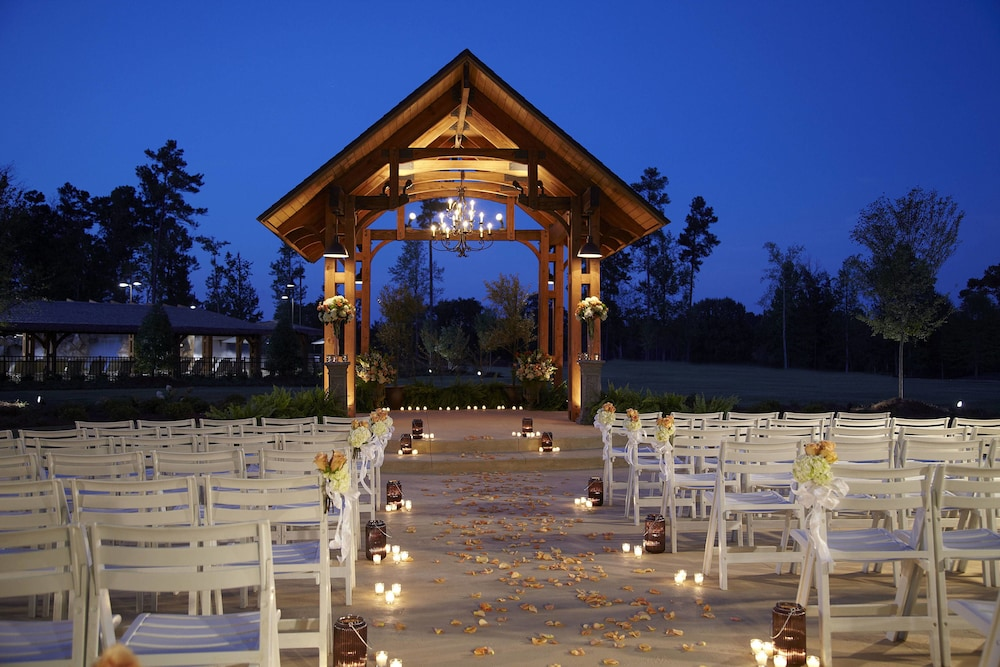 Outdoor Banquet Area, Auburn Marriott Opelika Resort & Spa at Grand National