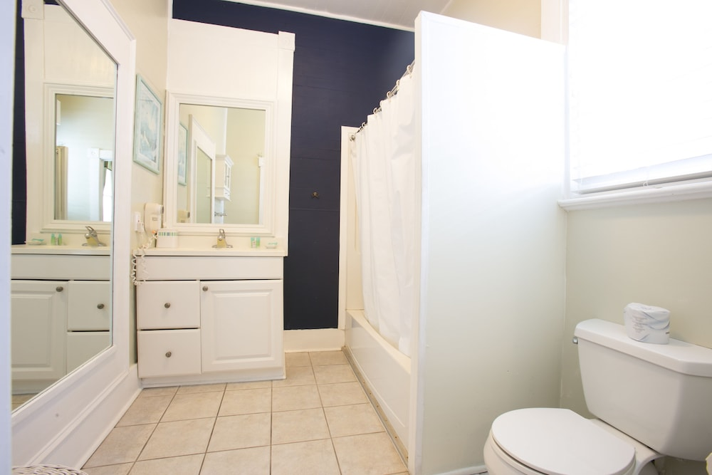 Bathroom, Duval House