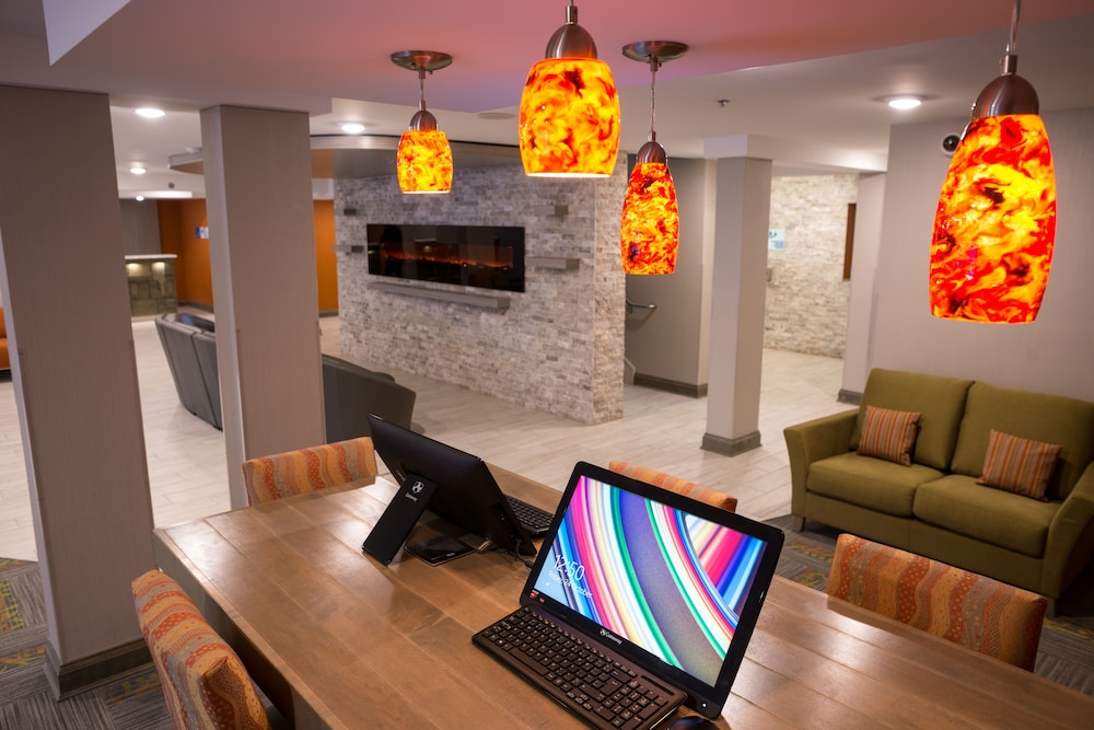 Business Center, Holiday Inn Express & Suites Fredericton