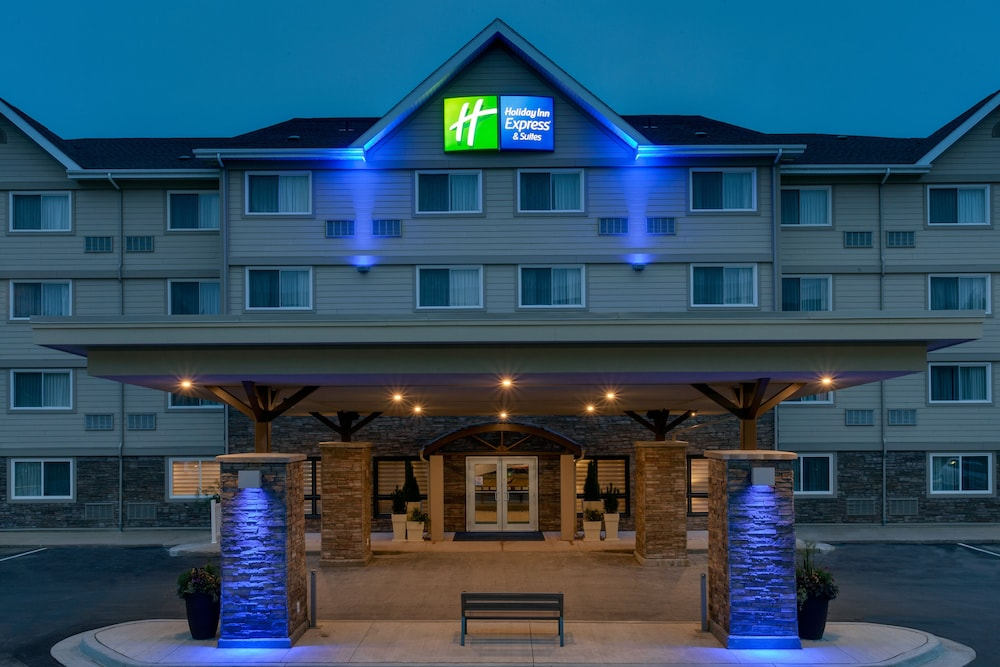 Exterior, Holiday Inn Express & Suites Fredericton
