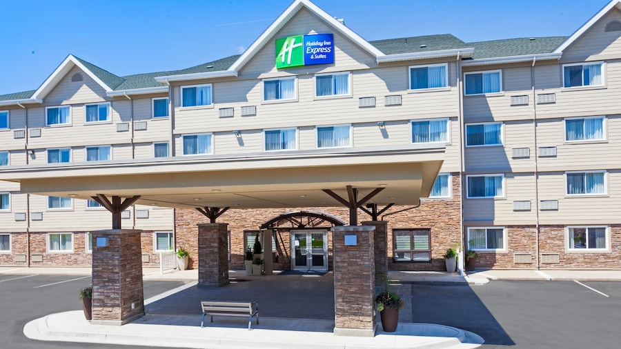 Holiday Inn Express & Suites Fredericton, an IHG Hotel