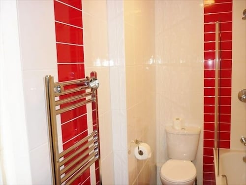 Bathroom, Acton Town Hotel