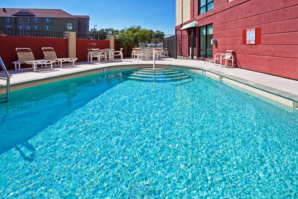 Pool, Holiday Inn Express Hotel & Suites Tampa Northwest - Oldsmar