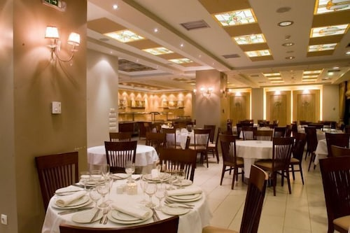 Restaurant, Crystal City Hotel