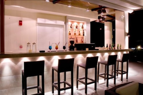 Bar, Crystal City Hotel