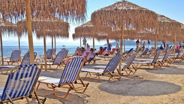 Aan het strand, parasols, duiken, snorkelen