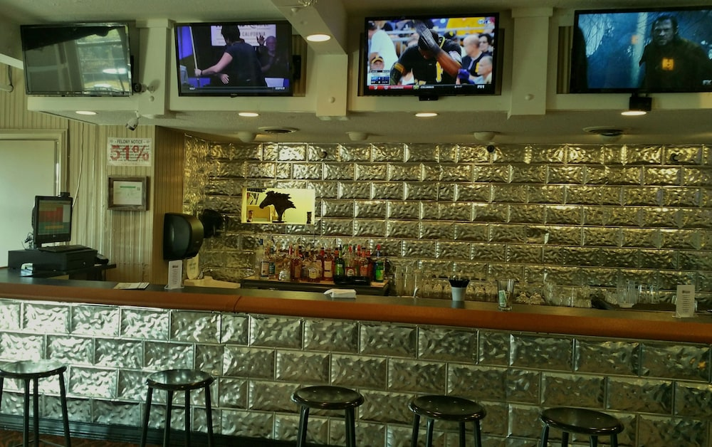 Bar, Pearl on the Concho SureStay Collection by Best Western