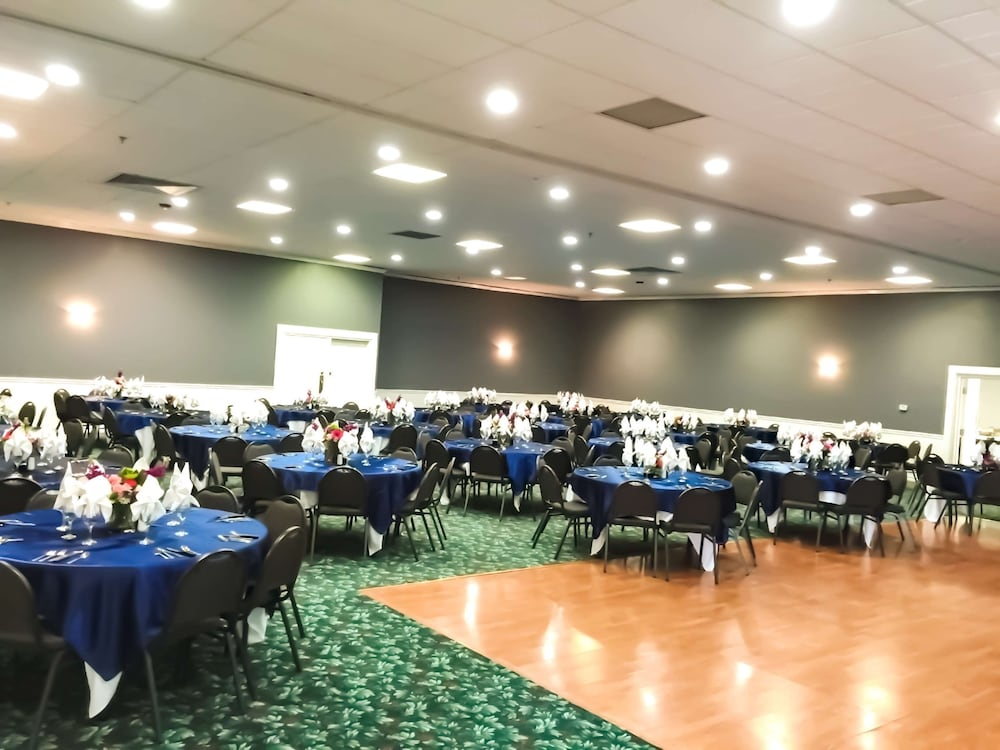 Banquet Hall, Pearl on the Concho SureStay Collection by Best Western