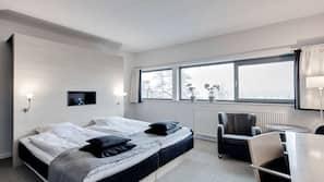 Allergivenligt sengetøj, minibar, pengeskab, skrivebord