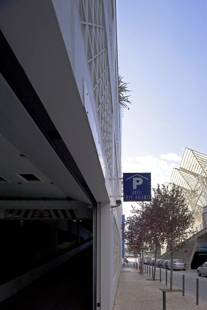 Parking, TRYP Lisboa Oriente Hotel