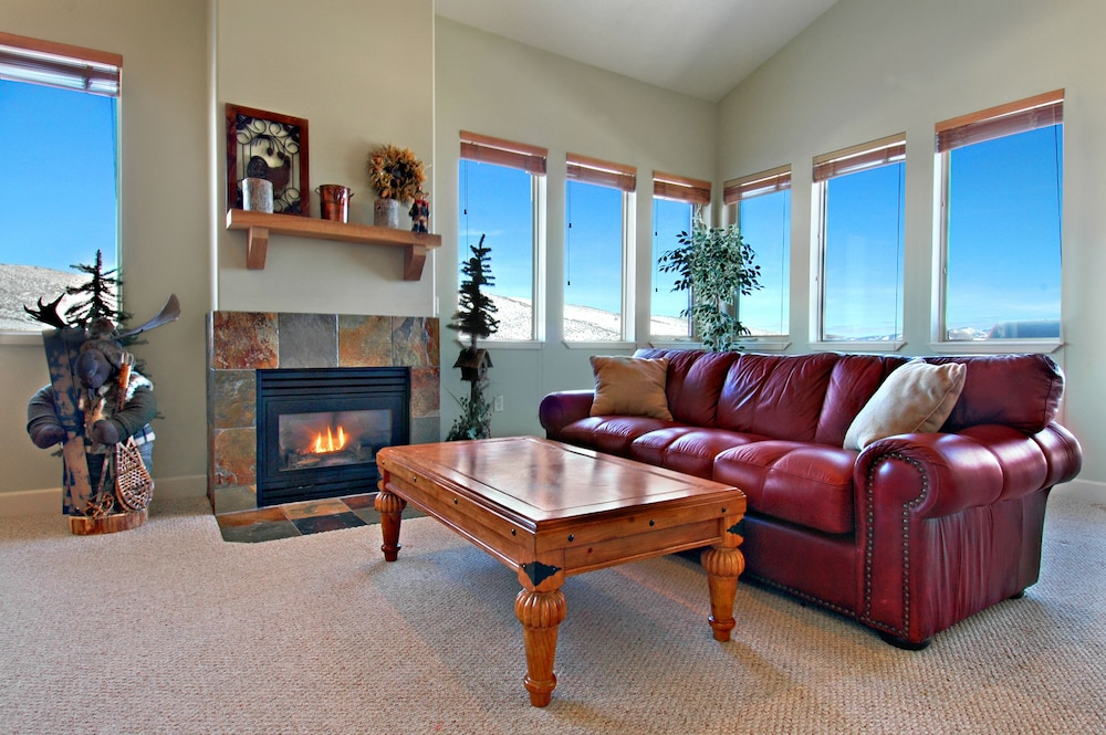 Living Room, Crestview Condominiums by All Seasons Resort Lodging