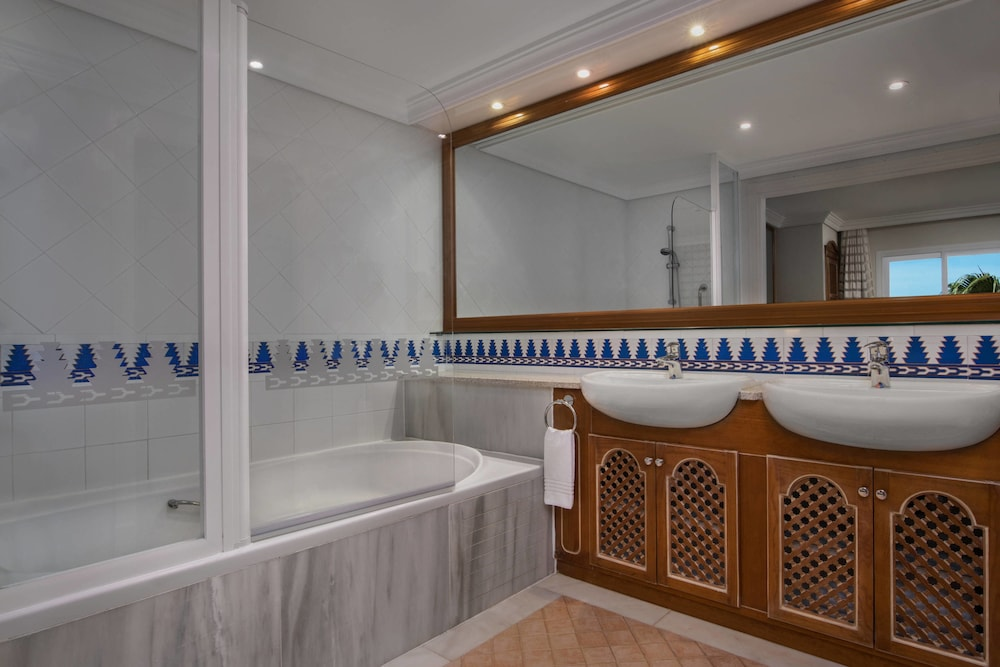 Bathroom, Marriott's Marbella Beach Resort
