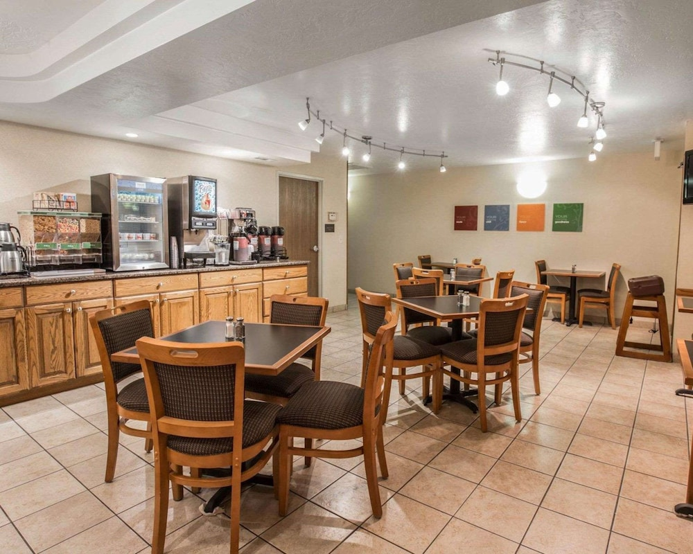 Breakfast Area, Comfort Inn & Suites Beaver - Interstate 15 North