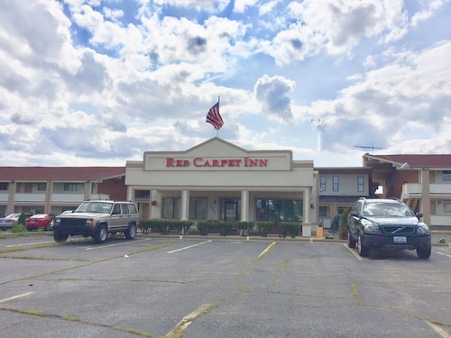 Great Place to stay Red Carpet Inn Great Lakes near North Chicago