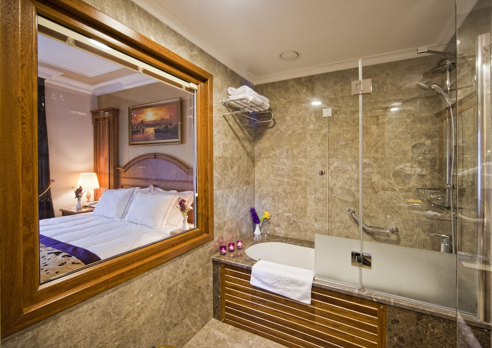 Deep Soaking Bathtub, GLK PREMIER Acropol Suites & Spa