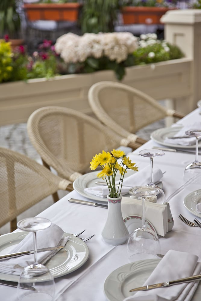 Outdoor Dining, GLK PREMIER Acropol Suites & Spa