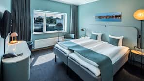 Allergivenligt sengetøj, pengeskab, skrivebord, strygejern/strygebræt