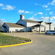 Oak Hill Inn & Suites