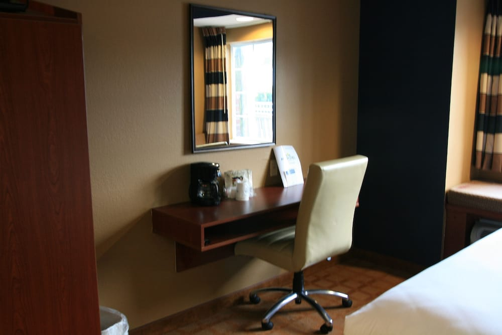 Room Amenity, Microtel Inn & Suites by Wyndham Starkville