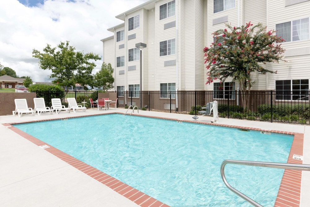 Outdoor Pool, Microtel Inn & Suites by Wyndham Starkville