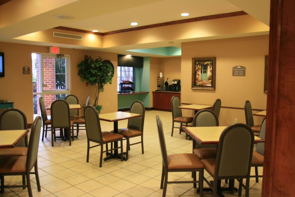 Breakfast Area, Microtel Inn & Suites by Wyndham Starkville