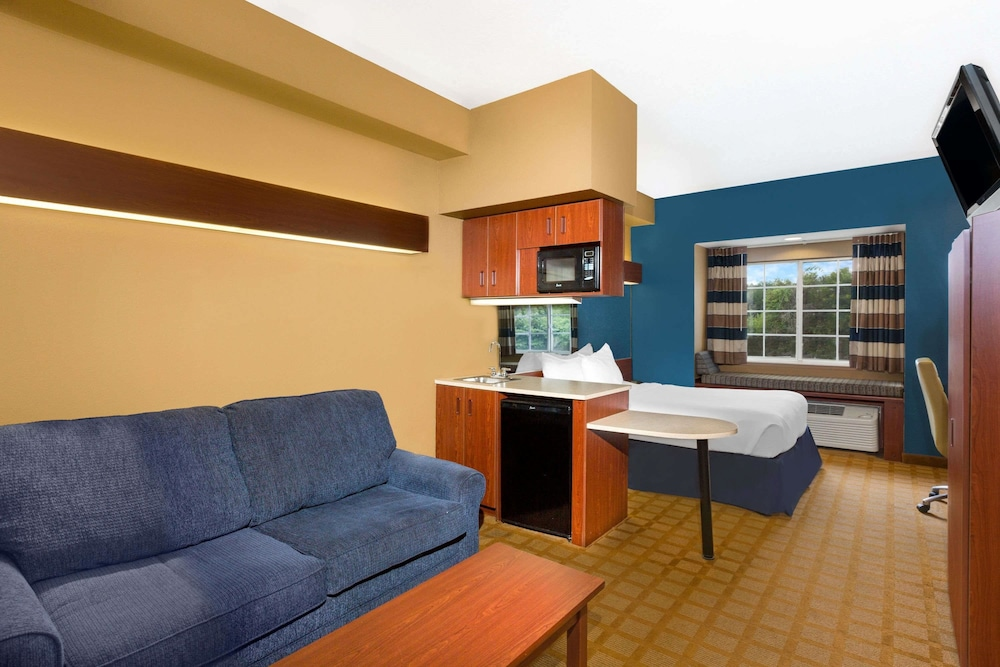 Room, Microtel Inn & Suites by Wyndham Starkville
