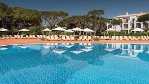 Indoor pool, 7 outdoor pools, pool umbrellas, pool loungers