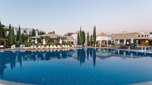 Indoor pool, 7 outdoor pools, pool umbrellas, sun loungers