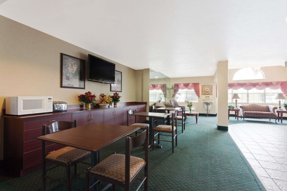 Dining, Microtel Inn & Suites by Wyndham Brandon