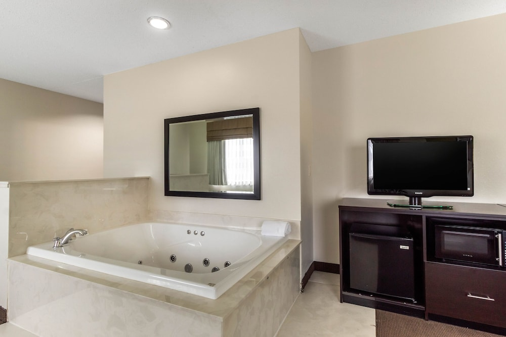 Private Spa Tub, Sleep Inn & Suites Allendale