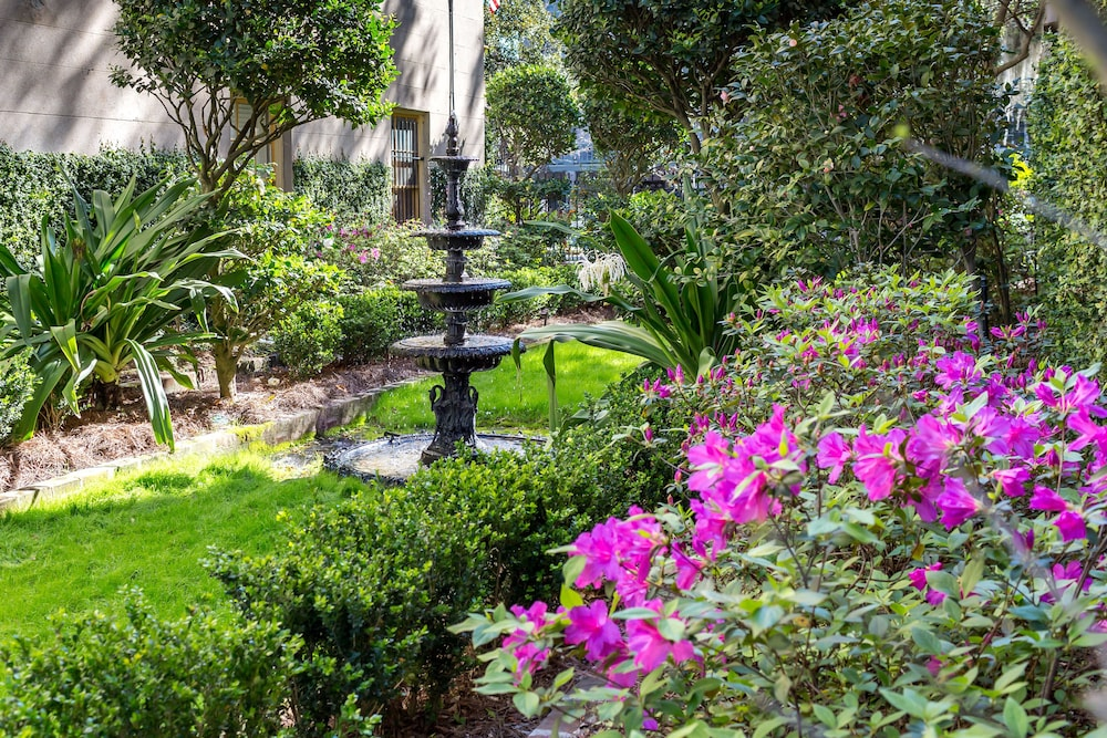 Garden, The Gastonian, Historic Inns of Savannah Collection